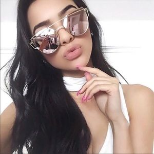 Accessories - Pink Mirrored Cat Eye Sunglasses New🌟
